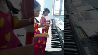"""Lop nhac """"đồ rê mí"""" Thầy Thông( happy new year- Thùy Trinh- Trúc Diễm)"""