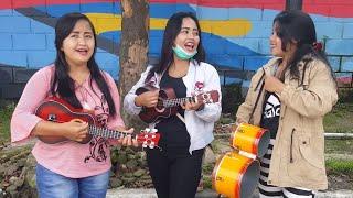 Download Lagu Tiga Gadis Cantik Pengamen Bus Mahir Bermain Okulele dan Kendang Beraksi Kembali Gratis STAFABAND