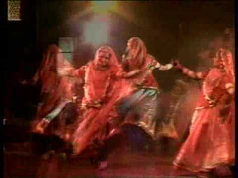 Gangaur Gahoomar Dance Academy - Mhari Ghoomar.wmv video