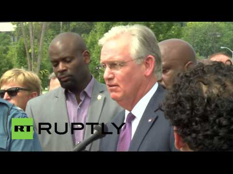 USA: Missouri governor calls for patience in Michael Brown case