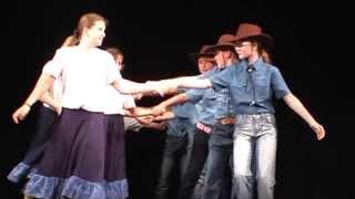 Akademie ZŠ Hamr 2013 - Country tance (Polonéza, Zuzana)