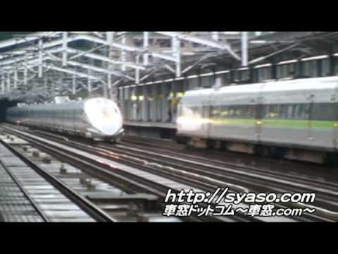 """2008年9�29��影� � Super Express 500 series""""Nozomi""""�Super Express 100 series """"Kodama"""". � Okayama Station of JR West Sany� shinkansen."""
