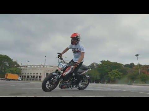 KTM Duke 200 by Rok Bagoros. stunt rider oficial da KTM