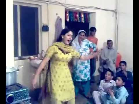 Lahori Girl dance in wedding at home with a nice pashto song.. Bubblu Baba