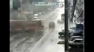 حادث عنيف قطع الاشارة وخش في باص 2014