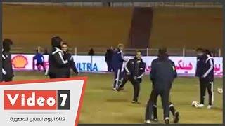 بالفيديو.. إحماء لاعبى الزمالك والمقاولون العرب والحكام قبل المواجهة المرتقبة