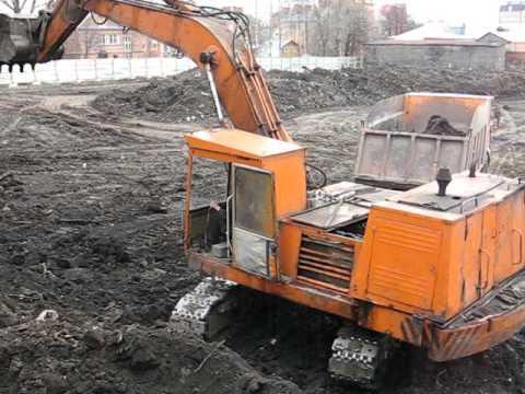 Old soviet russian excavator EO-4121. Start n doin