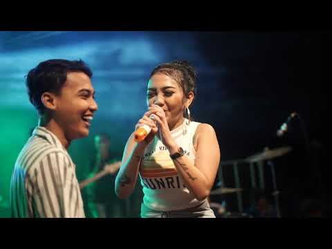 Download Syahiba Saufa Ft. James AP - Ngenes Tanpo Riko Melon  Live in Kedasri Mp4 baru