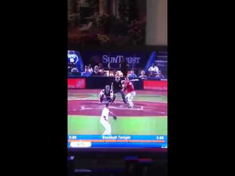 Michael Bourn makes amazing catch