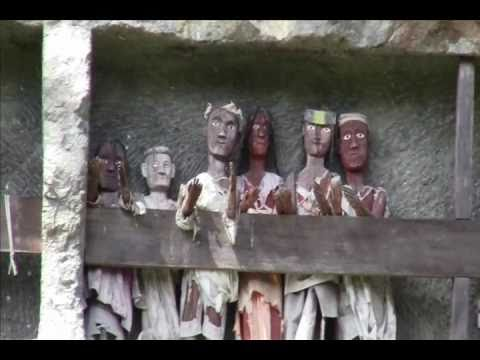 Kuburan Toraja (toraja Graves) - Lemo - Lokomata - Budaya Toraja - Indonesia Tourism video