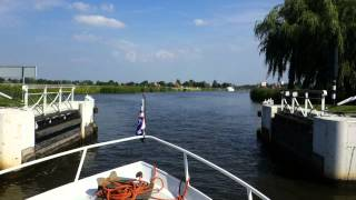 Open sluizen in Friesland