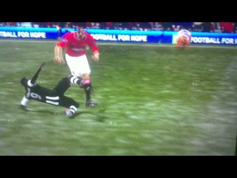 Fifa12 - Rio Ferdinand breaks his neck!