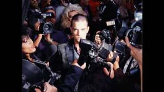 Watch Robbie Williams Clean video