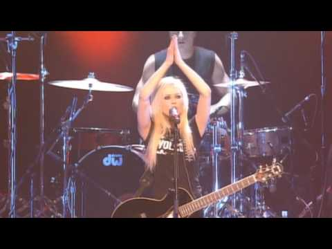 Avril Lavigne - Who Knows Live