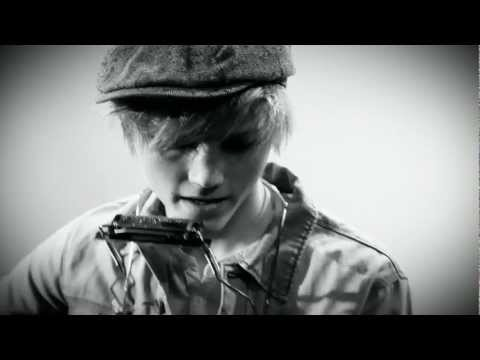 Ulrik Munther -  Soldiers (Broken Guitar String Version)