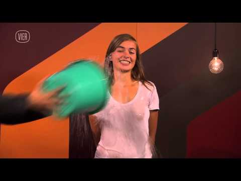 De Kortste Show - Wet T-shirt video
