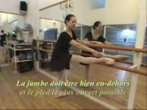 Cours de danse classique 2 pied sur la barre youtube for Cours danse classique barre