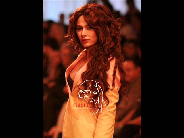 Pakistani top Model Ayyan Ali Biography And hot breast Pictures