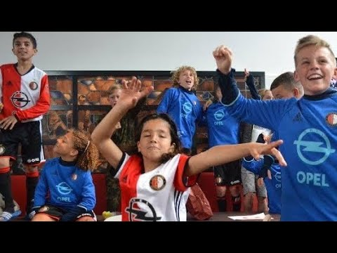 Feyenoord viert doelpunt Kuyt bij Ajax op De Toekomst