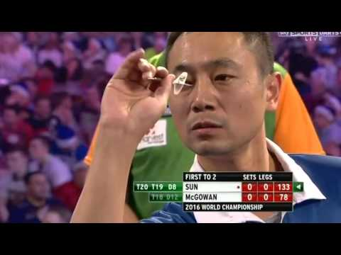 Qiang Sun busts 133 then MISSES the Dartboard - 2016 PDC World Championship