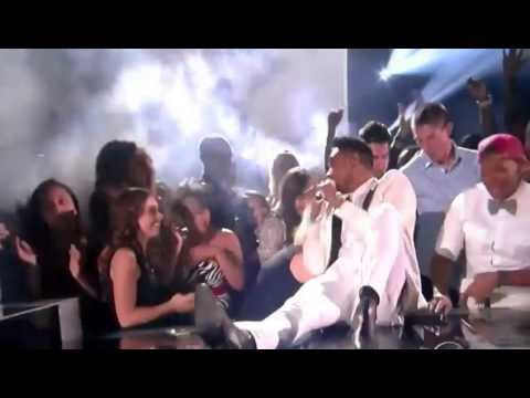 Miguel kicks fan at 2013 billboard music awards 5/19/13