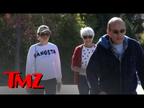 Amanda Bynes — Fit to Walk the Dog … After Leaving Rehab