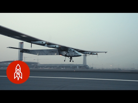 This Solar-Powered Plane Can Circle the Globe Without Stopping   That's Amazing