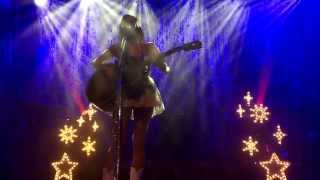 Kacey Musgraves Cries And Plays An Emotional Version Of Merry Go Round Live In Glasgow Scotland