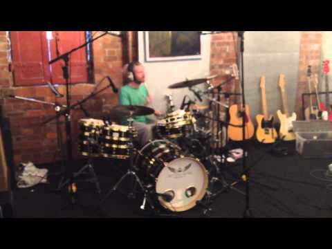 Wiggles Sound checking his new kit