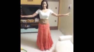 Hot Tamil Actress Sanjana Singh sexy dance moves