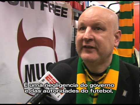 MUST: ANTI-GLAZER protest. Torcida do Manchester United protesta contra os donos. Green and yellow