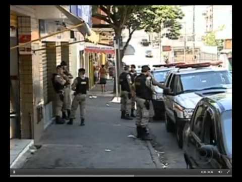 Policiais militares são acusados, por moradores, de executarem duas pessoas em favela de BH