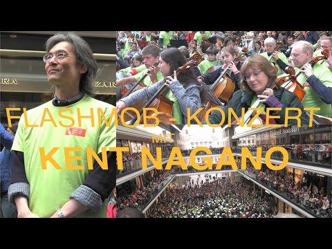 Flashmob-Konzert mit 1000 Musikern in der Mall of Berlin