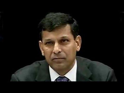Governor Raghuram Rajan cites inflation risks, holds rates