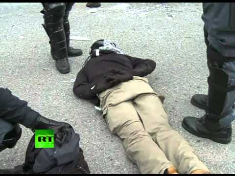 Riot police clashes video: Students protest school cuts in Italy