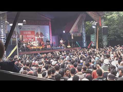 Iwan Fals - Siang Seberang Sebuah Istana (Konser Situs Budaya : Bugis-Makassar)