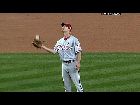 WS 2009 Gm1: Lee makes two plays look easy