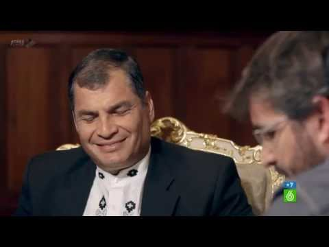 Rafael Correa se ríe de Pedro Sánchez y Saez de Santamaría y les ridiculiza