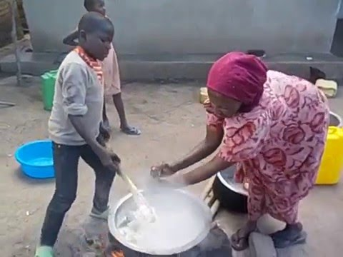 Uganda  Kyetume  Mirembe children´s house  Cocinando  Cooking chapatis  2016
