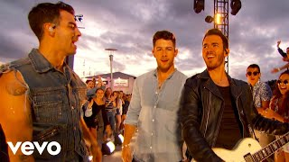 "Jonas Brothers - ""Sucker"" / ""Only Human"" (Live on The 2019 MTV VMA's)"