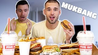 FIVE GUYS MUKBANG 🍔 Faker Update & Verhuizen?