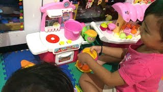 balita lucu bermain mainan anak masak masakan bersama dedek shindi