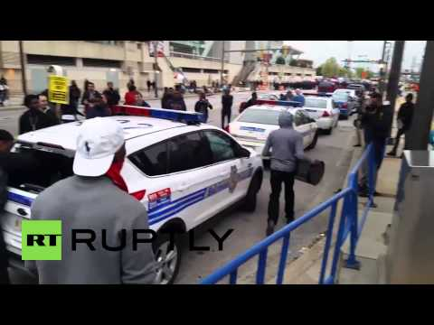 USA: Angry protesters smash police cars as violence erupts in Baltimore