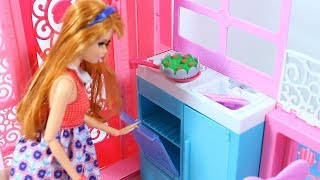 Barbie doll house reviev & Cooking Play with toy food