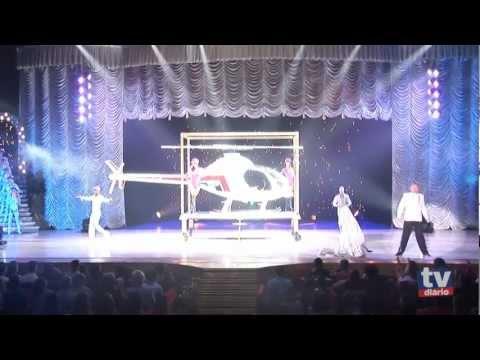Circo Tihany faz helicóptero aparecer no palco