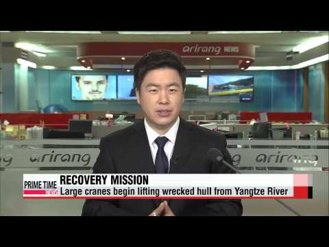 China lifts wrecked cruise ship from Yangtze River   중국, 양쯔강 여객선 인양작업…생존자 없어