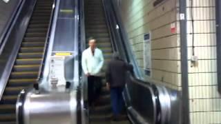 Clip hai - Say rượu đi ngược thang máy