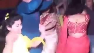 Download Biye barir pagla dance jhakanaa 3Gp Mp4