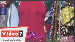 """""""بدل رقص وباروكة"""" ضمن منتجات معرض ملابس بجامعة عين شمس"""