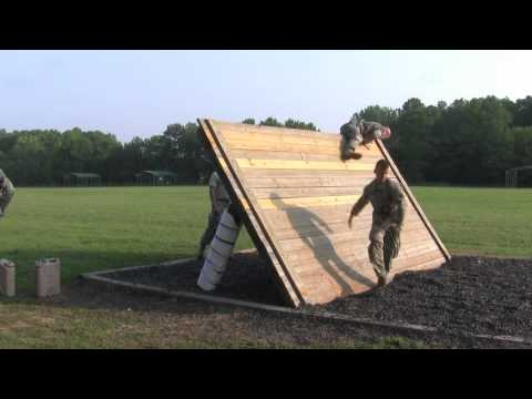 RAW VIDEO: Military personnel negotiate Air Assault obstacle course [HQ]